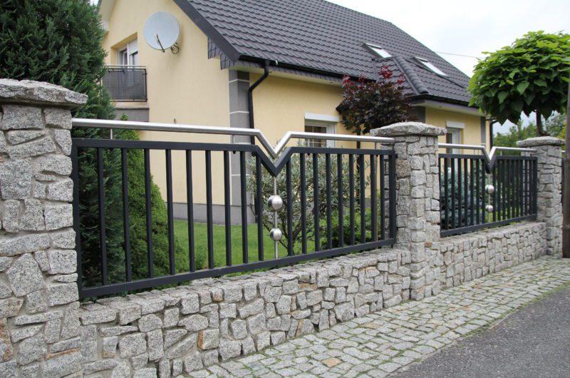 jak konserwować ogrodzenie z kamienia